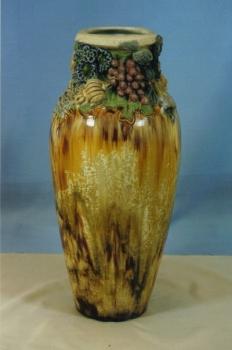 161.J Vase décor Fruits et Raisins<br/>H: 55cm - Valeur : 12000€