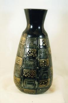 164.J Vase carrés gravés - Grès émaillé noir avec rehauts d'or caillou<br/>(Esquisse du vase précédent) - Valeur 7500€
